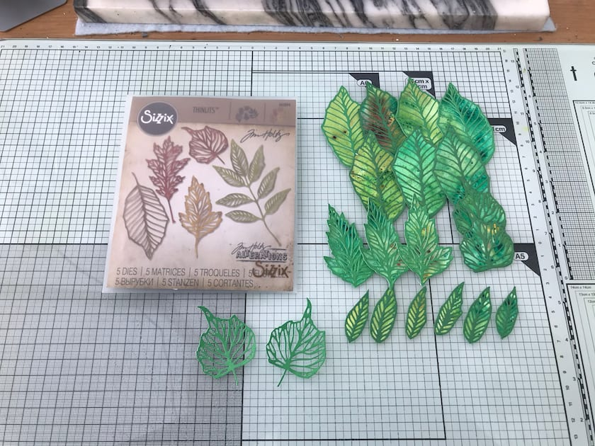 I made the leaves using green paper with Sizzix Tim Holtz's dies